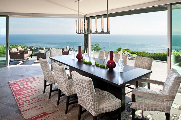 Gorgeous-dining-room-brings-the-outdoors-inside