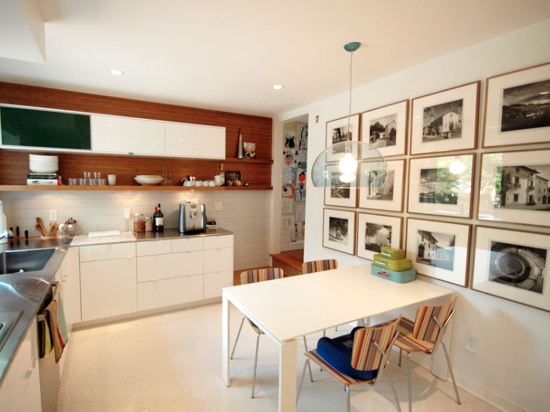 gallery-wall-in-kitchen