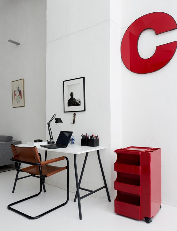 red-desk-accents